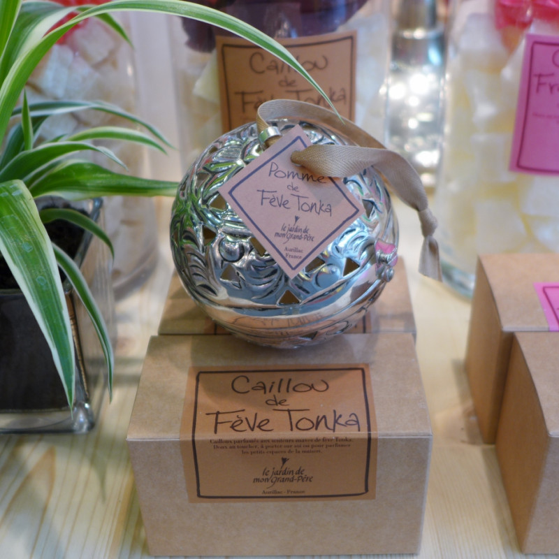 Ball of Tonka bean solid perfume (Le Jardin de Mon Grand-Père)