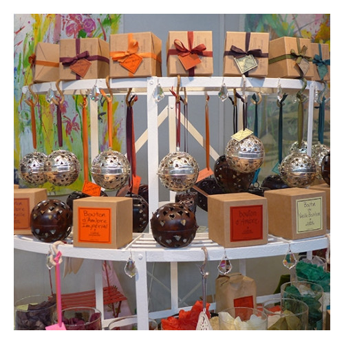 Ball of Bourbon vanilla solid perfume (Le Jardin de Mon Grand-Père)